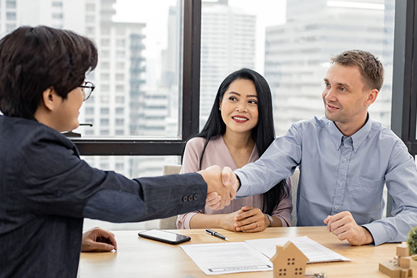 using a mortgage broker couple